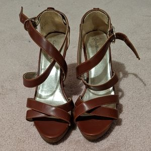 *Get it for $2* Cognac Heeled sandals